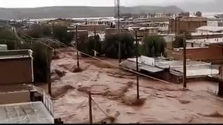 فیلمی جدید از لحظات هجوم سیلاب در پلدختر