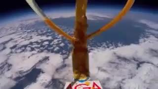 تجزیه آب اکسیژنه در حضور کاتالیزگر پتاسیم یدید بر فراز جو زمین