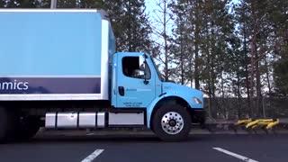 سگهای رباتیک یک کامیون را حرکت دادند!