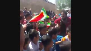 رقصیدن رضا کیانیان در جمع مردم سیل زده
