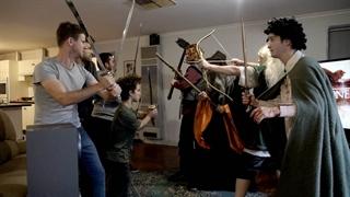 درگیری میان طرفداران بازی تاج و تخت و ارباب حلقه ها