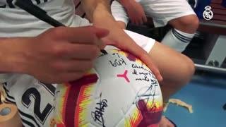 امضای  بازیکنان رئال مادرید روی توپ دیدار با اتلتیک بیلبائو (هتریک کریم بنزما)