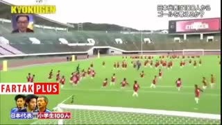 فوتبال بازی کردن سه فوتبالیست حرفهای با ۱۰۰ کودک!