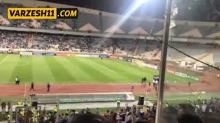 شعار هواداران استقلال پس از حذف از لیگ قهرمانان آسیا