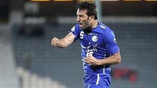 تیکۀ جنجالی حنیف عمرانزاده، بازیکن سابق استقلال به پرسپولیسیها