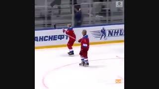 زمین خوردن پوتین پس از بازی هاکی