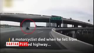 آخرین لحظات زندگی موتورسوار پیش از برخورد مرگبار با دیواره پل