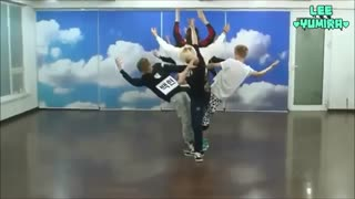 تمرین آهنگ wolf توسط ۱۲ عضو از اعضای اکسو نسخه  한국어