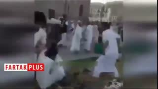 کتک کاری سعودیها هنگام تقسیم غذا در سفره افطار!