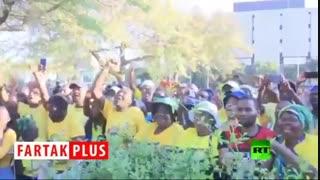 رقص و پایکوبی رئیس جمهور فاسد بعد از دادگاهی شدن!