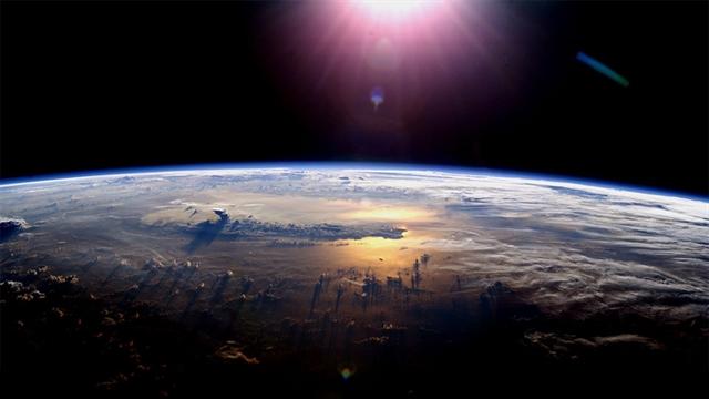 آب از لایه های دوردستِ منظومه شمسی به کره ی زمین رسیده