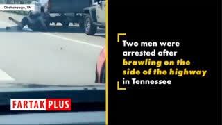 کتک کاری دو راننده در کنار جاده