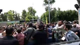 بدرقه پرشور دکتر احمدی نژاد پس از راهپیمایی روز قدس