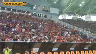 شکستن صندلی های ورزشگاه فولاد آره نا توسط هواداران پرسپولیس