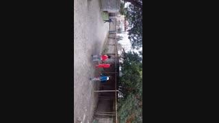 فوتبال بازی کردن کودکان