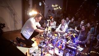 اجرای زنده موسیقی بوسیله ماشین موسیقی Rhysonic Wheel