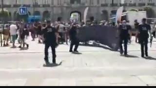 برخورد عجیب پلیس فرانسه با معترضان در شهر «رن»