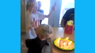 بمب خنده، خنده دارترین ویدئوها از بچه های بامزه، نترکید از خنده زیادددددد.