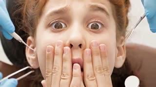 آیا ارتودنسی درد دارد؟ | دکتر لادن طیبی