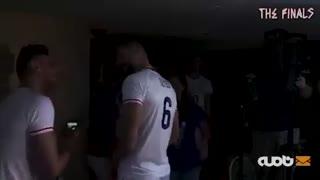 پشت صحنۀ حضور بازیکنان تیمها در آتلیۀ مسابقات جهت تهییج هواداران