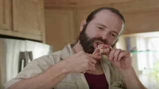 مردی که ۹ سال است فقط گوشت خام میخورد