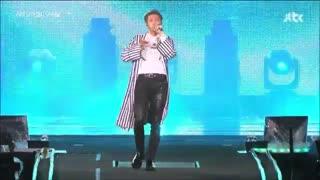اجرای آهنگ TRIVIA : LOVE توسط ار ام RM BTS در تور کنسرت LOVE YOURSELF / بی تی اس