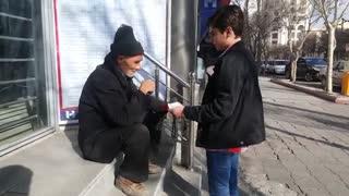 علی ابراهیمی و کمک به نیازمندان