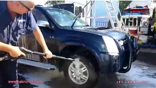 روشی مدرن برای شستشوی خودرو فقط با یک لنس ( کف پاشی و آبکشی)