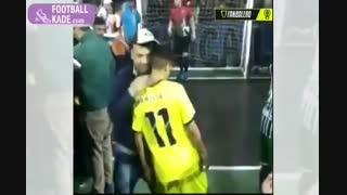 تهدید بازیکن فوتسال با اسلحه در حال پنالتی زدن!