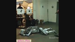 ربات ساخت بوستون داینامیک که اکثر ویژگیهای انسان را داراست!