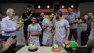 جشن تولد کاپیتان سعید معروف و محمدرضا موذن در تمرین تیم ملی والیبال