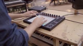 اجرای موزیک Underwater توسط Rodi Kirk با دستگاه Ableton Push 1