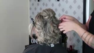 آموزش مدل مو دخترانه آسان برای موهای کوتاه- مومیس مشاور و مرجع تخصصی مو